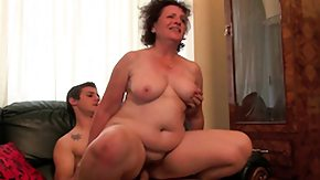HD Young man fucks hairy mature vagina in a kitchen